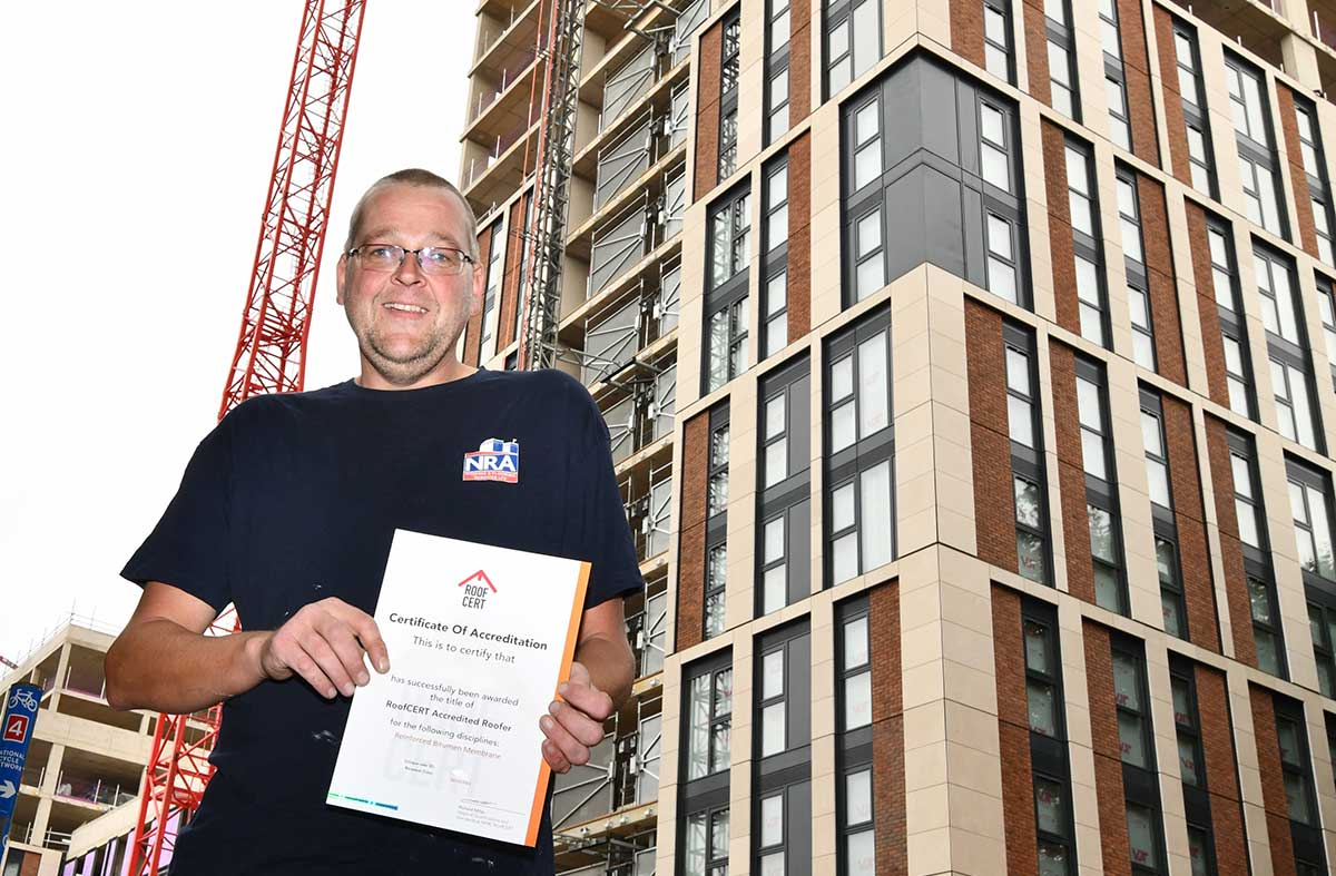 NRA operatives receive their RoofCERT accreditation certificates